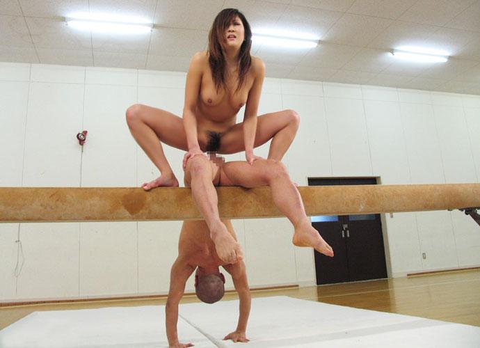 完全にスポーツセックスな体位が狂ってるヤバいエロ画像 2040