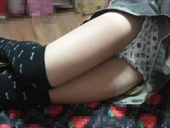 安心しきって眠ってる無防備な彼女を写メったエロ画像 2113