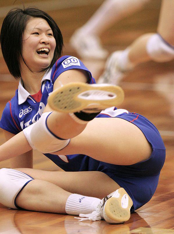 エロい視線で女子バレー選手の巨乳おっぱいやお尻を眺めるエロ画像 2161