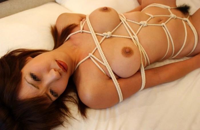 綱がカラダに食い込む快感に酔いしれるドM女の緊縛エロ画像 2203