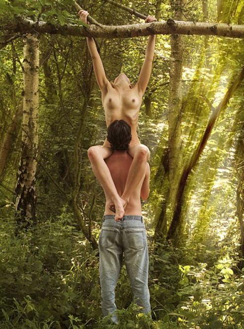 外人さんが昼間っからパコりまくってる青姦セックスのエロ画像 2213