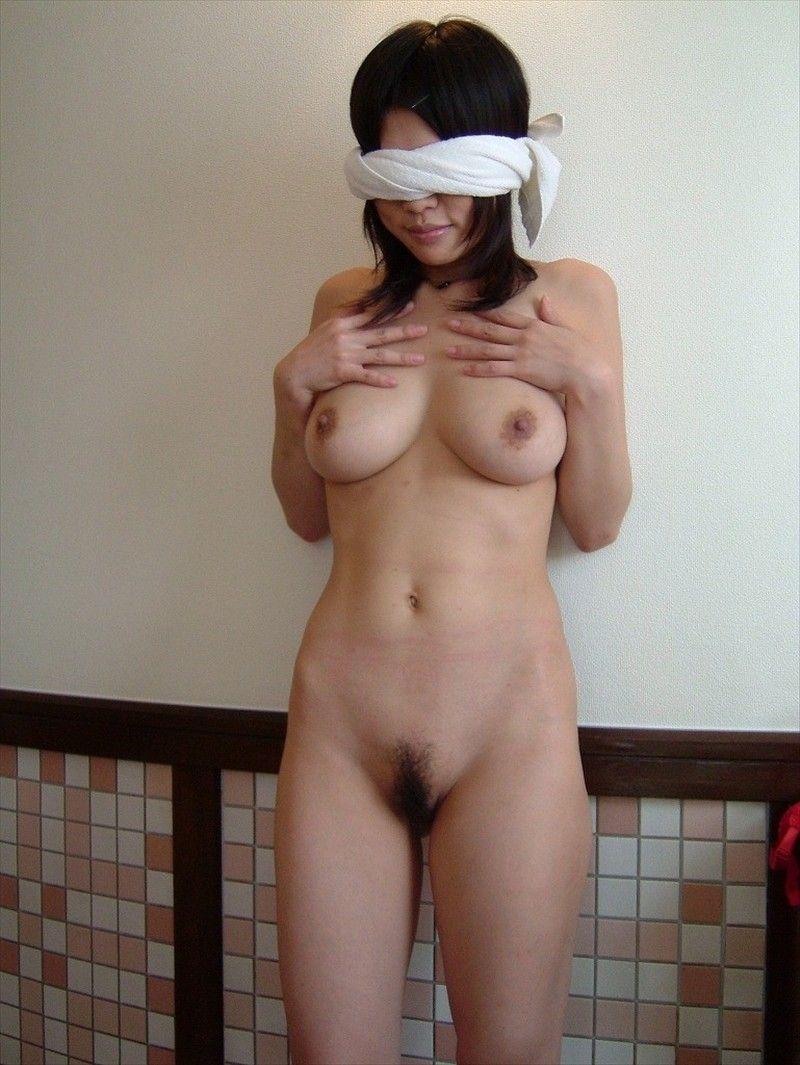目隠しして性奴隷っぽく彼女を犯すソフトSMエロ画像 237