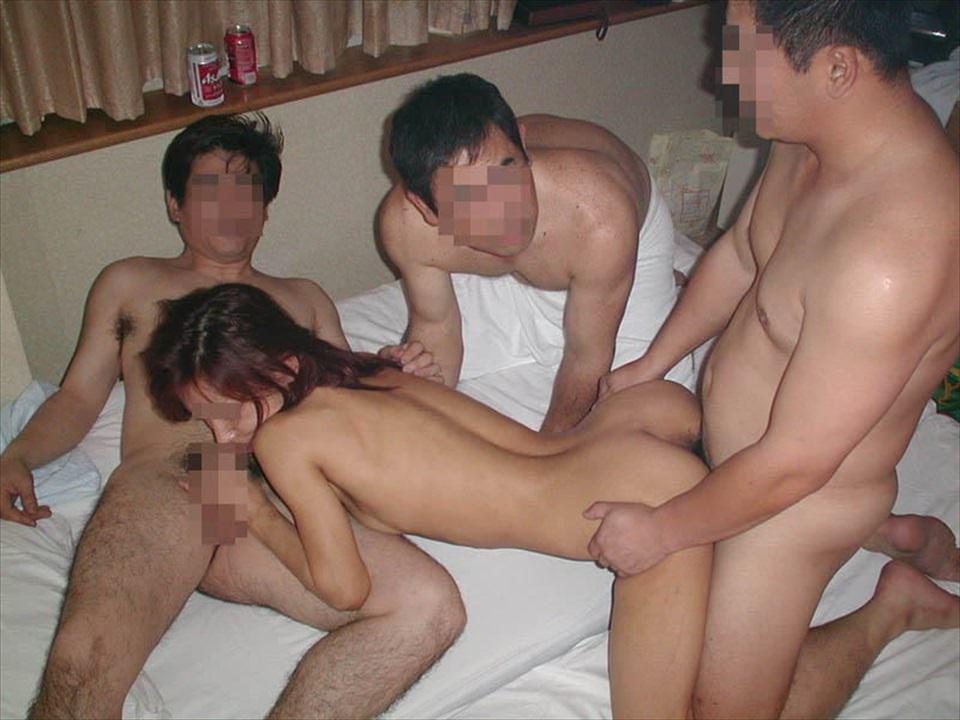 【乱交】ヤリサーで慣らしてきた男女の大人の性パーティーwww 2432 1