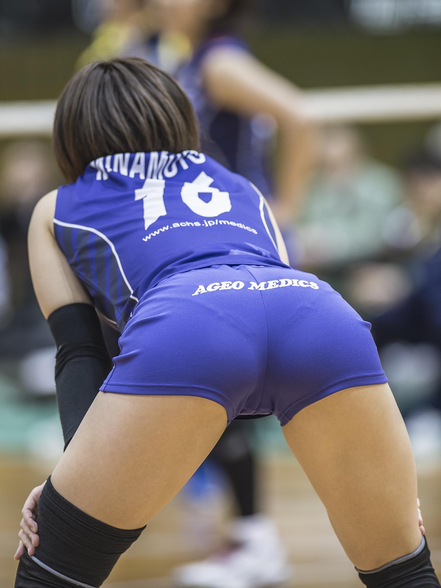 エロい視線で女子バレー選手の巨乳おっぱいやお尻を眺めるエロ画像 304