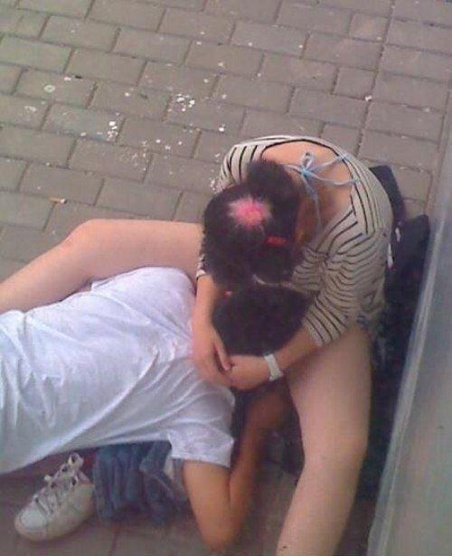 外人さんが昼間っからパコりまくってる青姦セックスのエロ画像 316