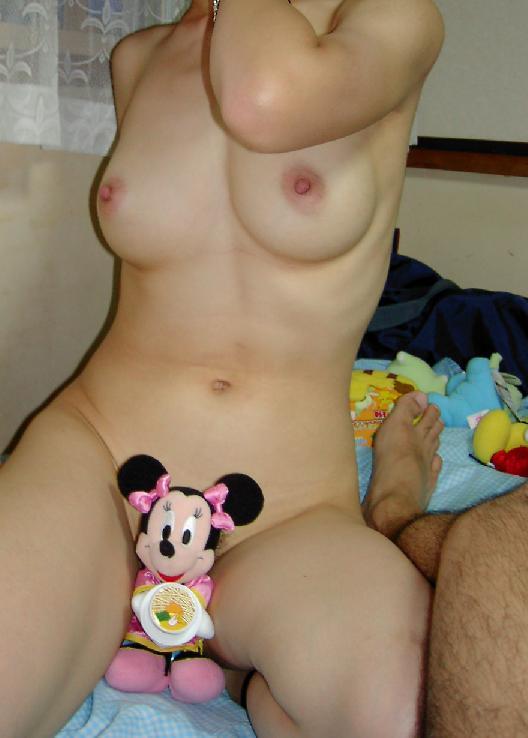 旦那が撮影した人妻熟女の巨乳おっぱいとかエッチな下着姿のエロ画像 319