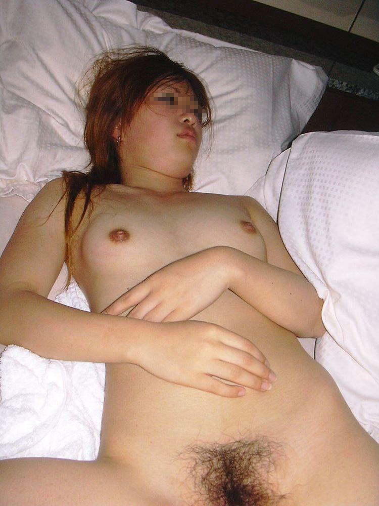 セックス終わってマッタリとピロートークしてる彼女のエロ画像 327