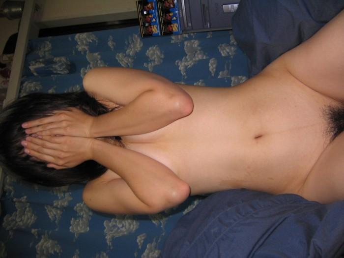 セックスに気持ち良くなり過ぎて突然の撮影に顔を隠したセフレのハメ撮りエロ画像 328
