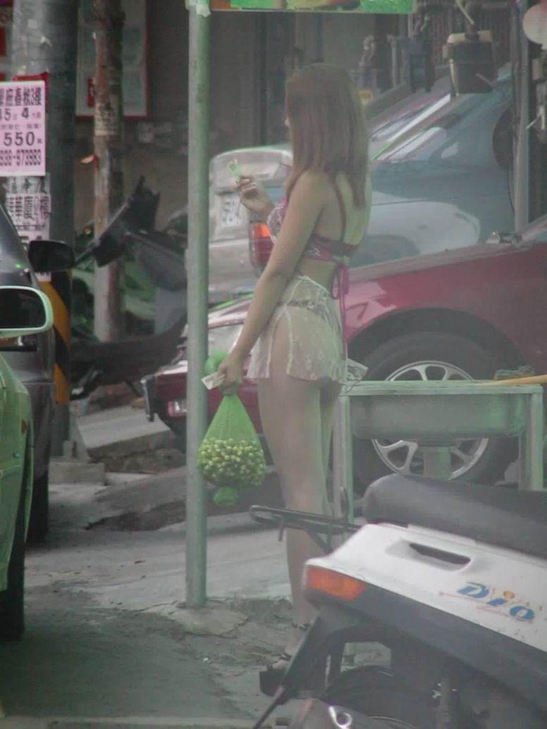 台湾のビンロウ売りの少女たちの衣装がセクシー過ぎる露出エロ画像 367
