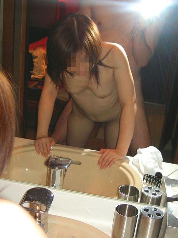 セフレと鏡越しにフェラとかハメ撮りしちゃってるエロ画像 46