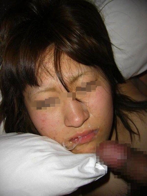 ドロドロのザーメンを好きな女の顔にぶっかける顔射エロ画像 51