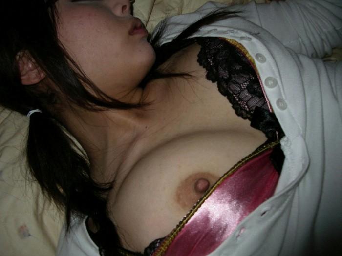 オナニーして乱れた服のままガチ寝てる姉貴を発見したのでこっそり撮影したエロ画像 564