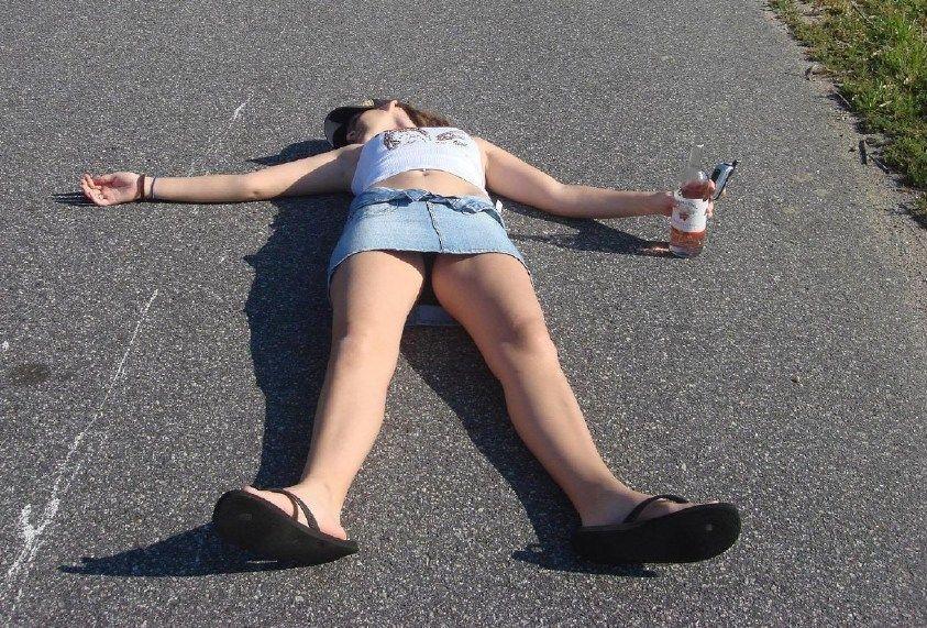 泥酔して性欲がむき出しになった外人美女のおふざけエロ画像 718