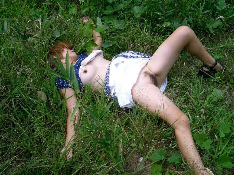 おまんこをレイプされた事後に放置された女達のエロ画像 953