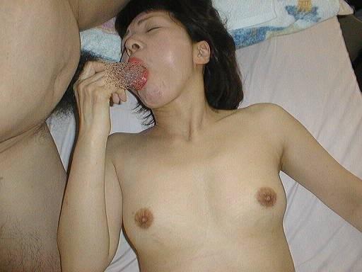 社内恋愛の旦那を裏切って上司と営業中に不倫する人妻のフェラ撮りエロ画像 988