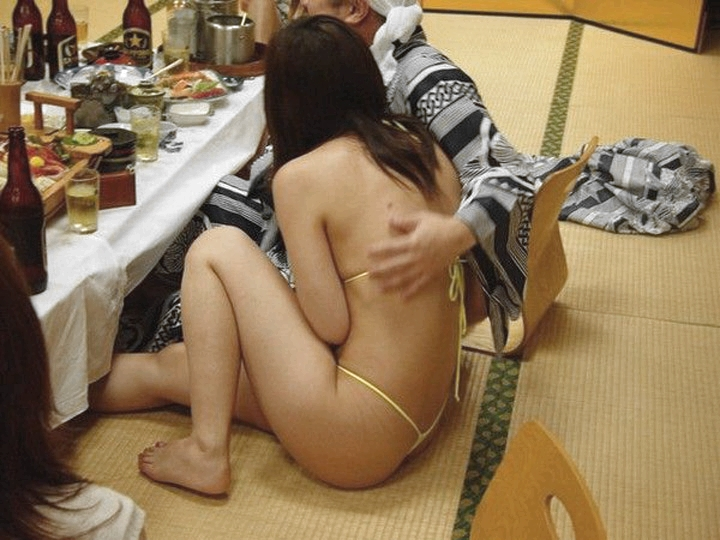 会社のピンクな宴会に参加して来たよwww酒池肉林のお遊び後は自室でセックスwww 0122