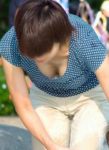 【素人盗撮】飽きる事なくずっと見ていられる胸チラ画像! 0603