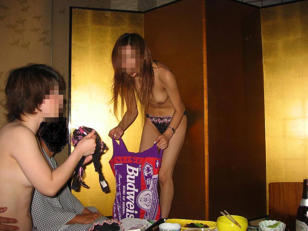 会社のピンクな宴会に参加して来たよwww酒池肉林のお遊び後は自室でセックスwww 0606 1