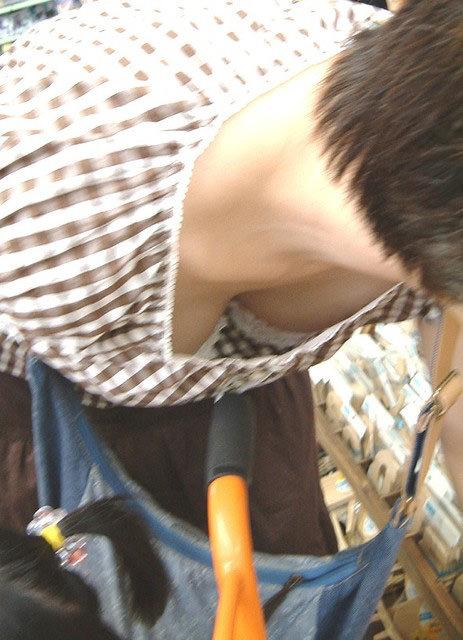 【素人盗撮】飽きる事なくずっと見ていられる胸チラ画像! 0608