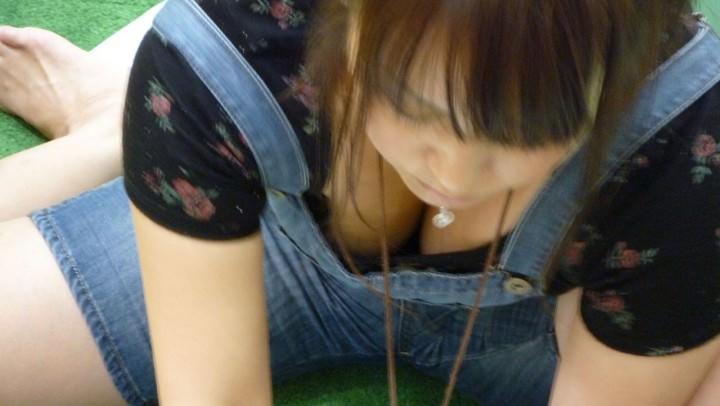 【素人盗撮】飽きる事なくずっと見ていられる胸チラ画像! 0614