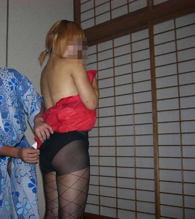 会社のピンクな宴会に参加して来たよwww酒池肉林のお遊び後は自室でセックスwww 0619 1