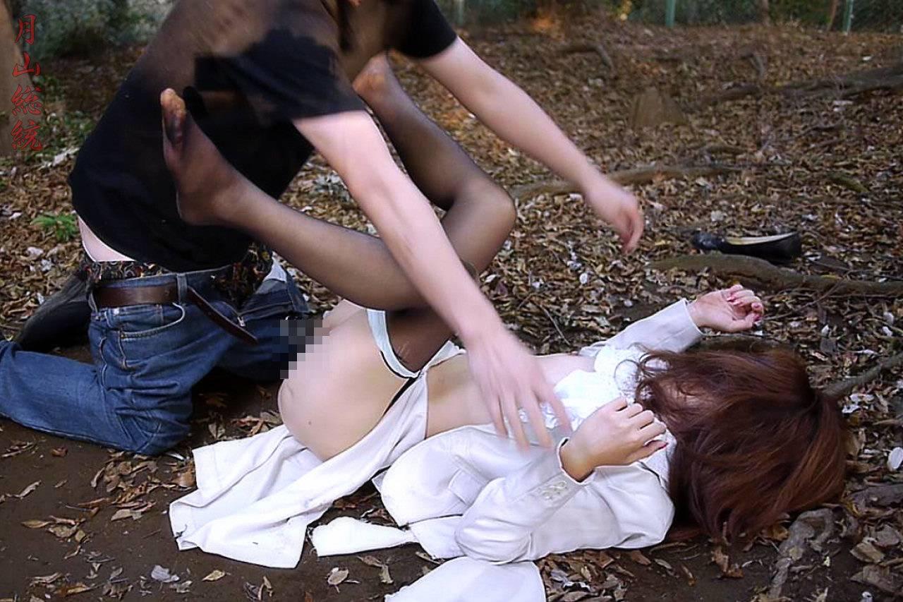 今まさに犯されちゃって泣き喚く女たちのレイプエロ画像 1010
