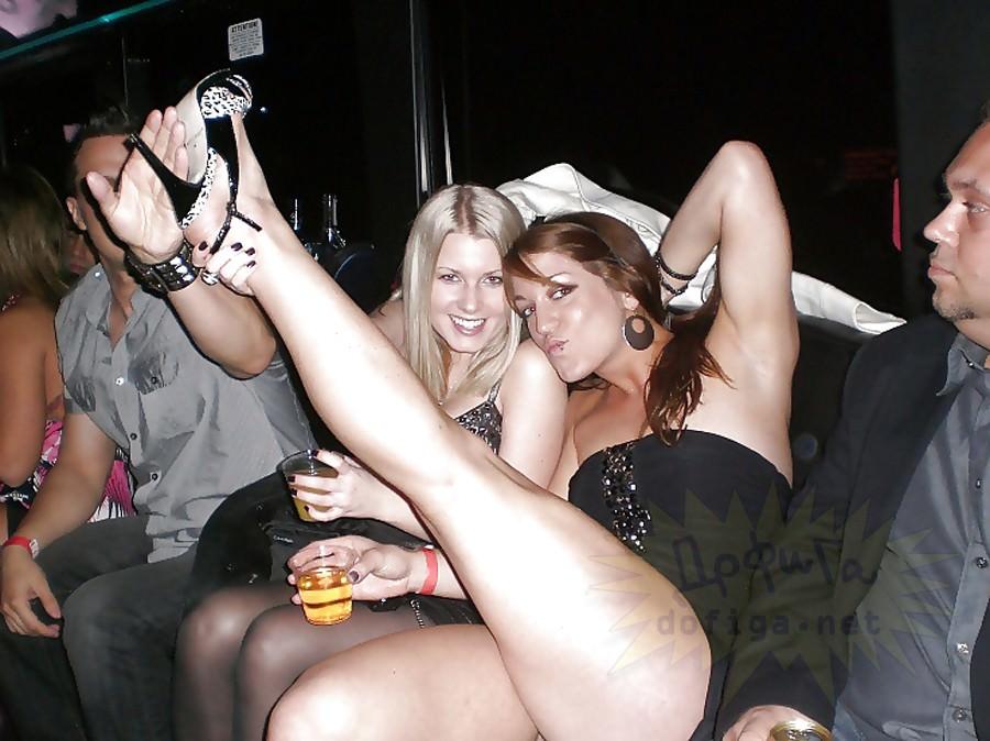 酒が入ってテンションマックスな外人美女のおふざけエロ画像 1041