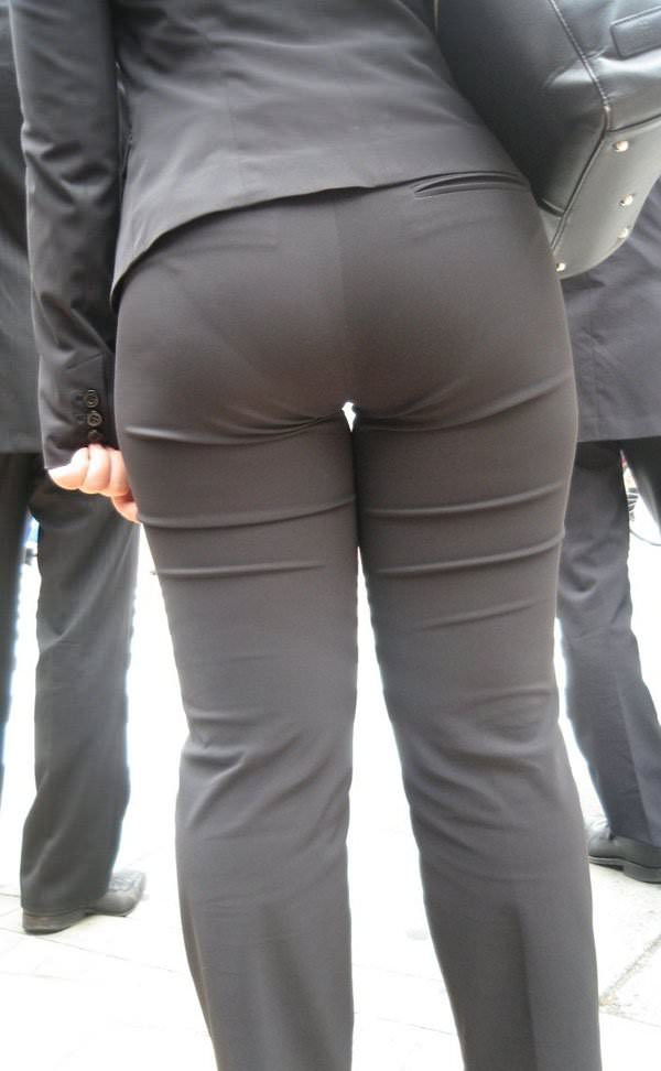 パンツスーツやタイトスカートを履いたOLお姉さんのお尻を追っかける街撮りエロ画像 11109