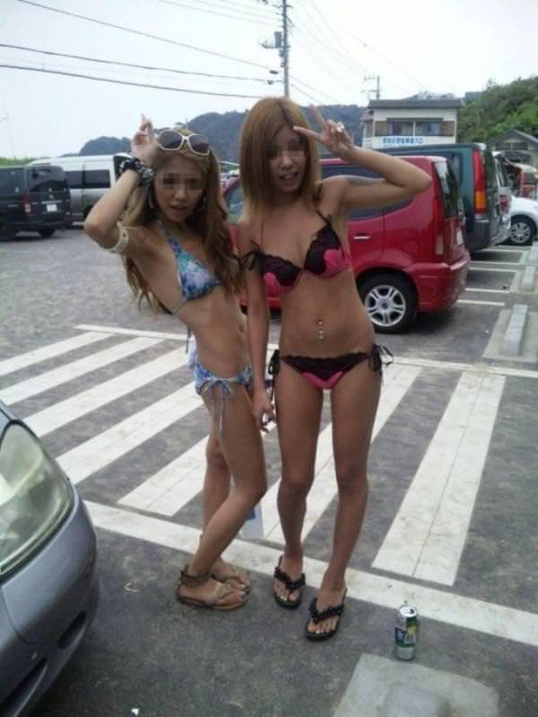 夏のビーチで輝くビキニギャルがツイッターやフェイスブックにうpされてたエロ画像 1157