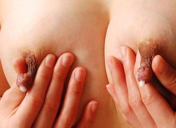 クリーミーな母乳を黒ずんだ乳首から滴らせる人妻の巨乳おっぱいエロ画像 1189