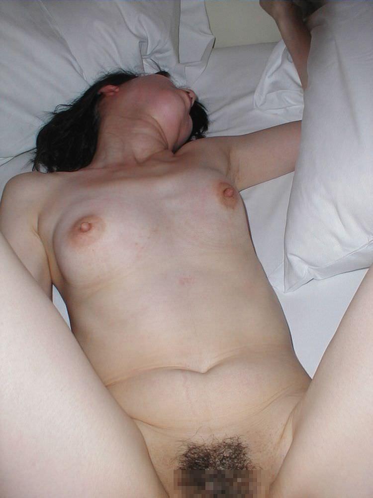 くびれが無くておっぱいが垂れてるムッチリ熟女がエッチ過ぎる人妻エロ画像 1266