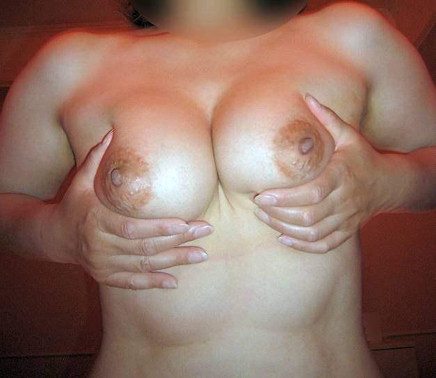 贅肉が肉々しい人妻熟女のおっぱいとかエッチな姿を集めたエロ画像 129