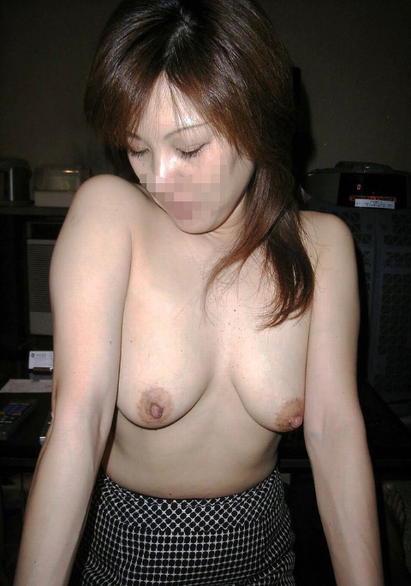 性欲が抑えきれないビッチなイケイケ人妻熟女が不倫中に撮ったエロ画像 1423