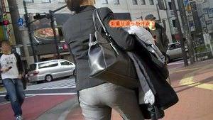 パンツスーツやタイトスカートを履いたOLお姉さんのお尻を追っかける街撮りエロ画像 1569