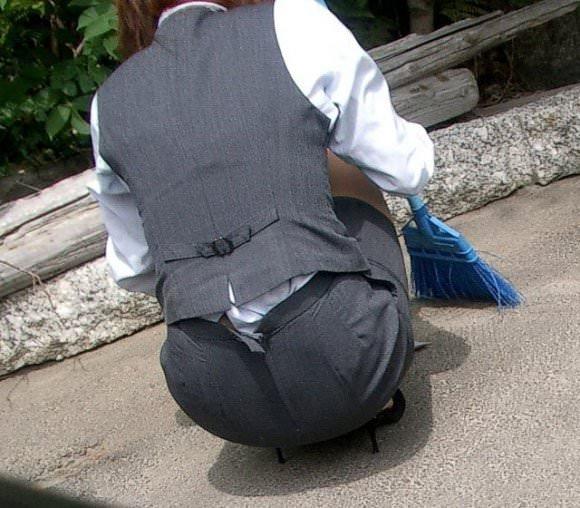 パンツスーツやタイトスカートを履いたOLお姉さんのお尻を追っかける街撮りエロ画像 1664
