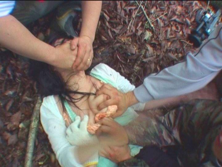 今まさに犯されちゃって泣き喚く女たちのレイプエロ画像 189