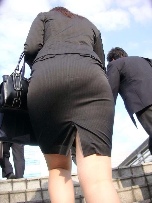 パンツスーツやタイトスカートを履いたOLお姉さんのお尻を追っかける街撮りエロ画像 2058
