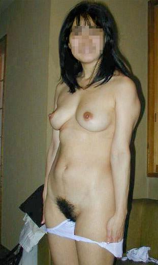 これからドスンドスン体重そうな熟女がセックス始めそうな人妻エロ画像 2059