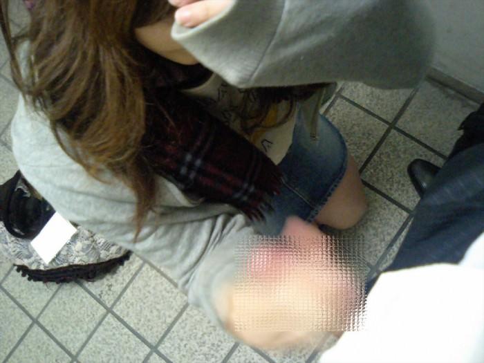 ぎこちない素人娘のシコシコで大量射精したくなる手コキエロ画像 2155