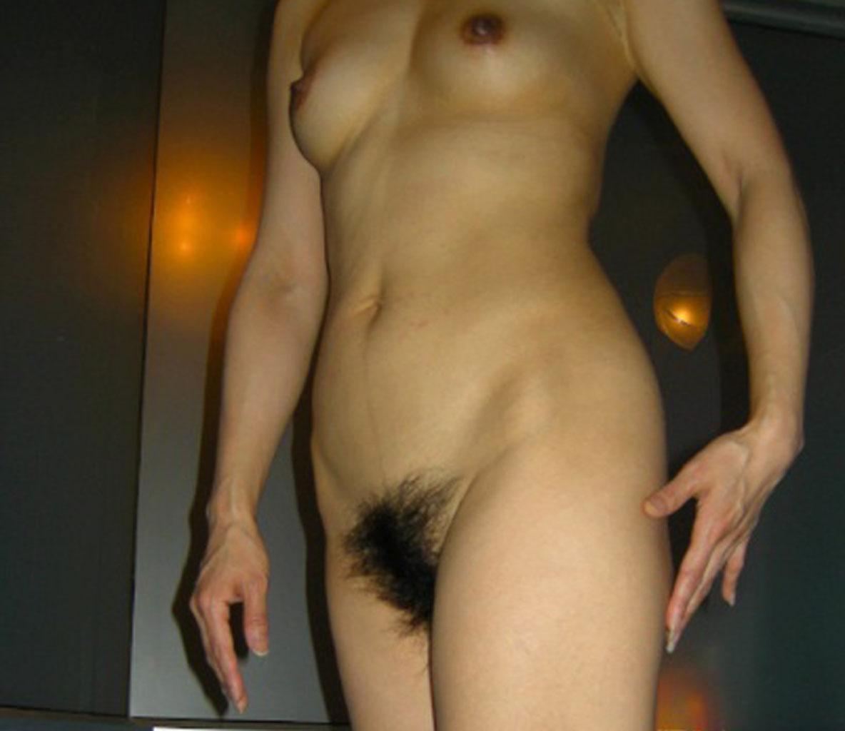 M字開脚でお股広げたりお尻突き出したりしておまんこ見せてくれる人妻熟女のエロ画像 2213