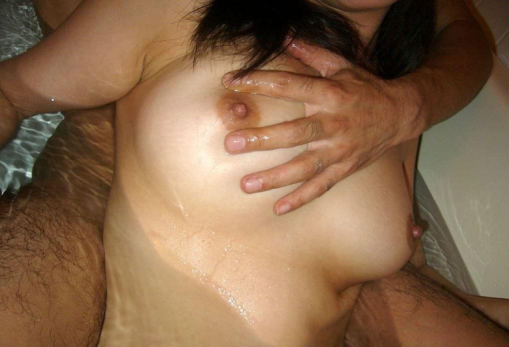 贅肉が肉々しい人妻熟女のおっぱいとかエッチな姿を集めたエロ画像 235