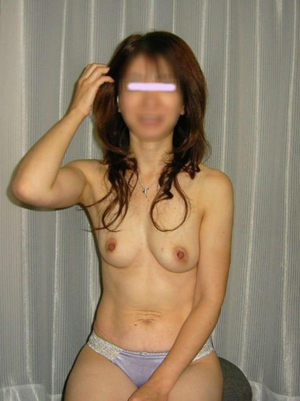 はち切れそうな熟女のむっちり巨乳おっぱいがが最高に抜ける人妻エロ画像 2436