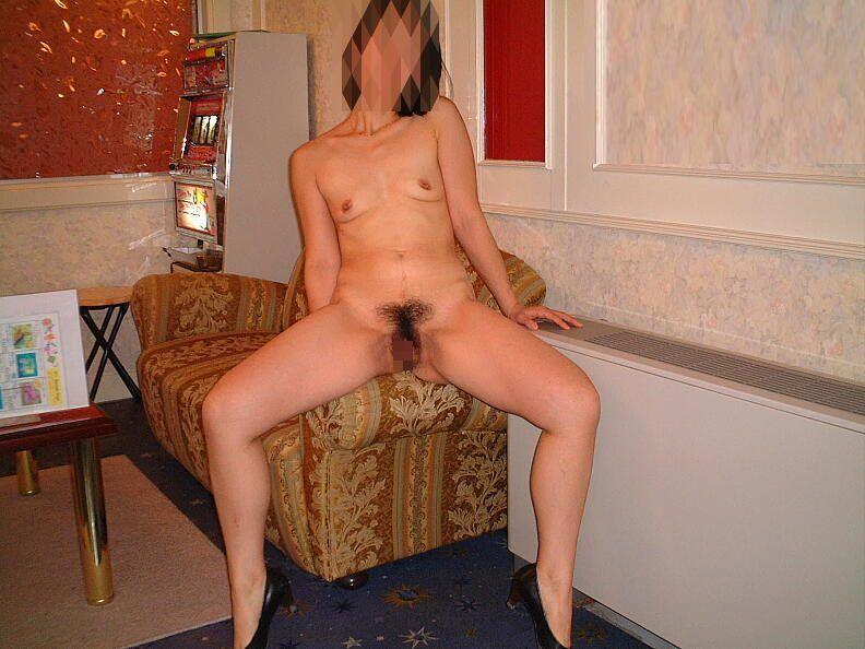 M字開脚でお股広げたりお尻突き出したりしておまんこ見せてくれる人妻熟女のエロ画像 249