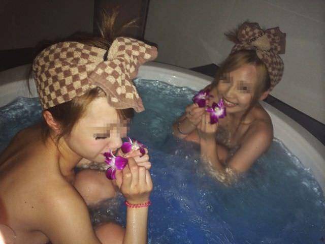 リア充ギャルがビキニになったりお風呂入ってるエッチな写真をネット公開してるエロ画像 2518