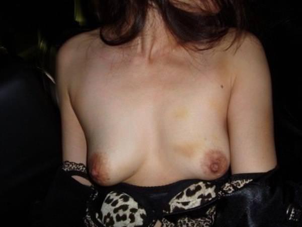 梅干し乳首が香ばしく育った人妻熟女のおっぱいエロ画像 2519