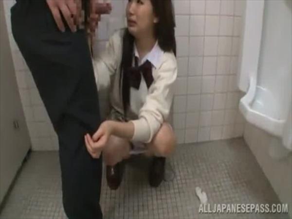 警備員にトイレで中出しレイプされるJKが可愛すぎてヤバイと話題にwww 2809