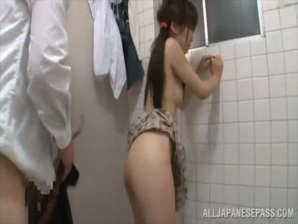 警備員にトイレで中出しレイプされるJKが可愛すぎてヤバイと話題にwww 2815