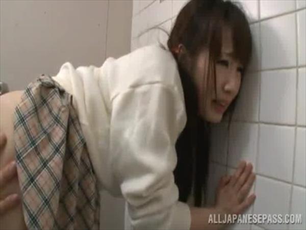 警備員にトイレで中出しレイプされるJKが可愛すぎてヤバイと話題にwww 2817