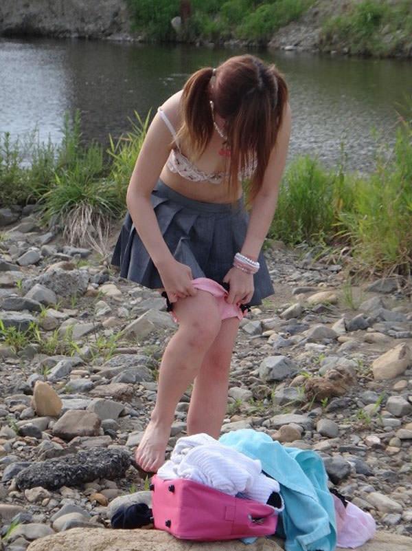 なぜそこで脱いだwwww野外で着替えしてる素人の盗み撮りがエロいwwwww 3026