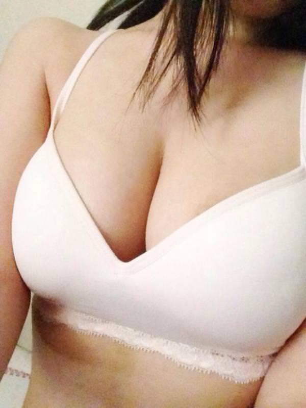 素人娘の巨乳おっぱい女神がツイッターにアップした自画撮りエロ画像 357